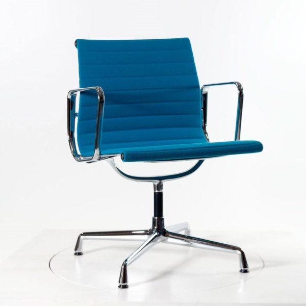 Vitra Alu Chair EA108, drehbar Hopsak türkis