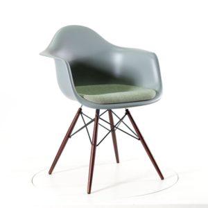 Vitra Eames Plastic Armchair DAWmit Sitzpolster