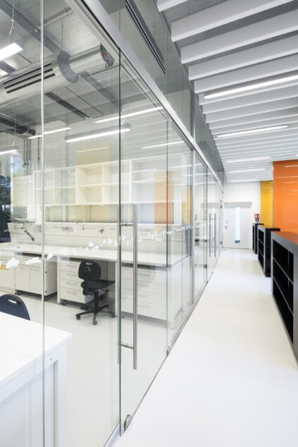 Transparency with fecoplan und glass sliding doors | DZNE, Bonn