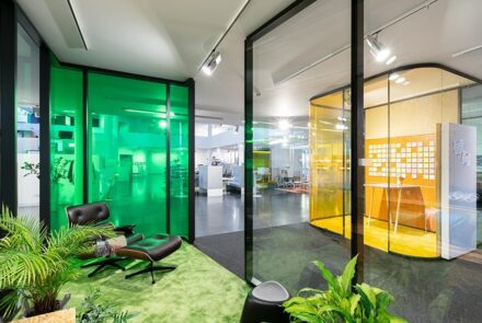 Show your colours│with glass system partition walls from feco. Image