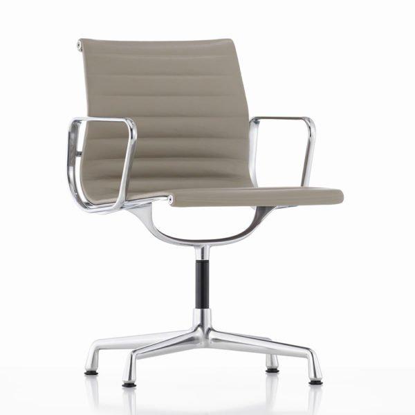 Vitra Aluminium Chair EA104│Leder Premium│sand│Vitra in Karlsruhe