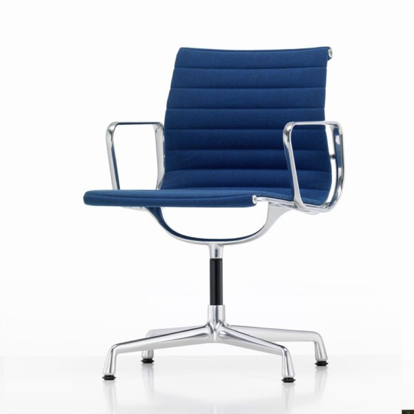 Vitra Aluminium Chair EA104│Hopsak│blau│moorbraun│Vitra in Karlsruhe