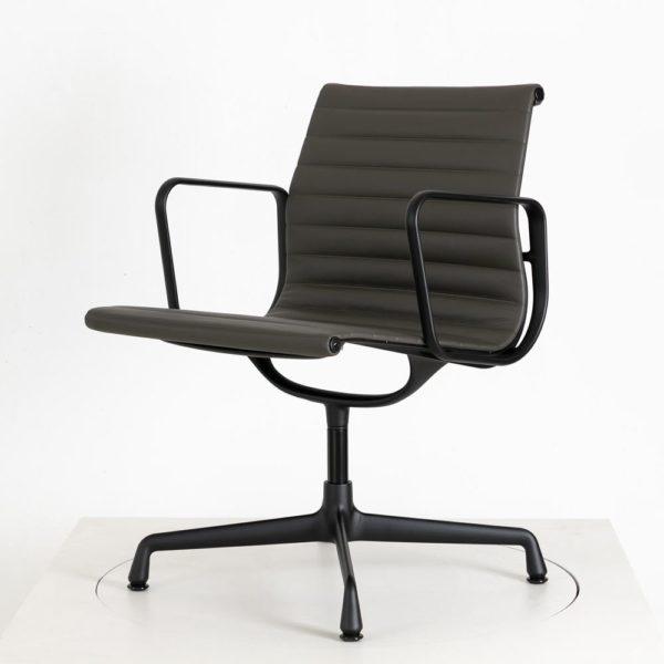 Vitra Alu Chair EA108│Leder│umbragrau│drehbar│Vitra in Karlsruhe
