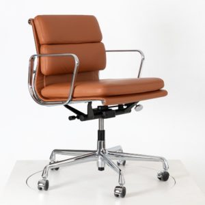 Vitra Soft Pad EA 217, drehbar, Leder Premium in Farbe cognac