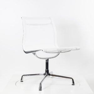 Vitra Eames Alu Chair EA108 Netz weiß │drehbar│Einzelstück│Vitra bei feco Karlsruhe