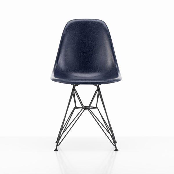 Vitra Eames Fiberglass Side Chair│navy blue│Vitra in Karlsruhe