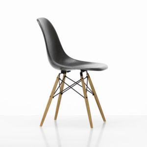 Vitra Eames Fiberglass Side Chair│elephant hide grey│Vitra in Karlsruhe
