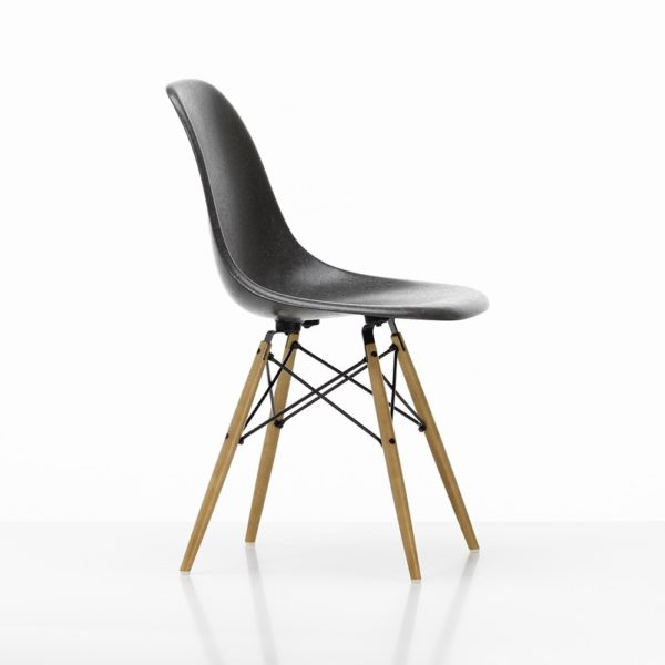 Vitra Eames Fiberglass Side Chair│elephant hide grey│Vitra in Karlsruhe