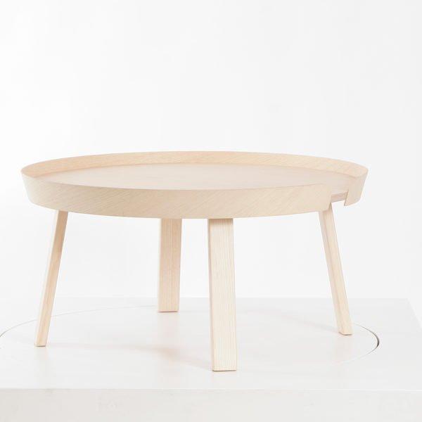 Muuto in Karlsruhe│Beistelltische Arround Table gross aus Eschenholz, natur│feco-forum Karlsruhe