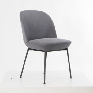 Muuto Oslo Side Chair Sessel│Bezug anthrazit│Gestell Metall schwarz│Mutto bei feco Karlsruhe