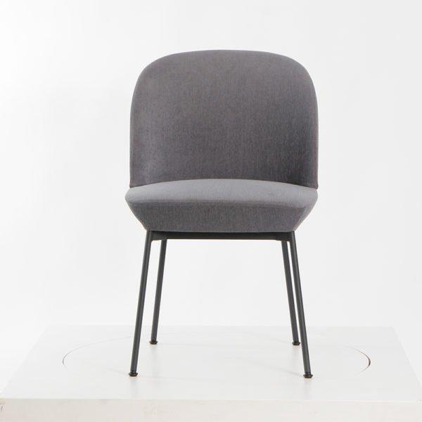 Muuto Oslo Side Chair Sessel│Bezug anthrazit│Gestell Metall schwarz│Mutto bei feco Karlsruhe