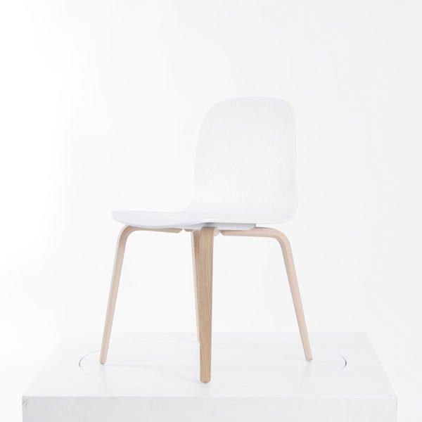 Muuto Visu Chair│Stuhl aus Eiche│weiß und natur│Muuto bei feco Karlsruhe