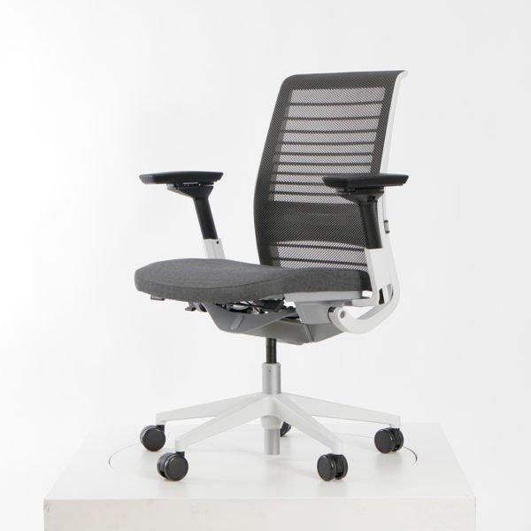 Steelcase Bürostuhl Think│perfekt für langes Arbeiten│Markenstarke Büroeinrichtung bei feco Karlsruhe