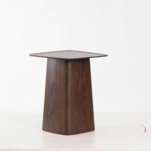 Vitra Wooden Side Table mittel Eiche natur dunkel│Vitra Beistelltisch bei feco Karlsruhe│Couchtische aus Holz│Nachhaltige Couchtische