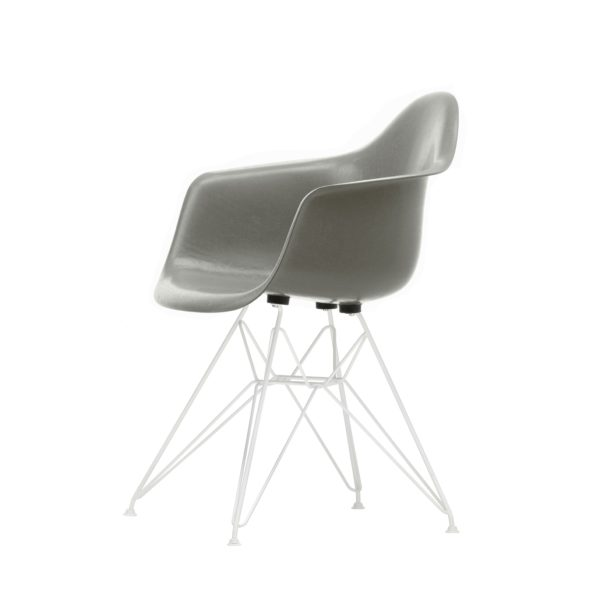 Vitra Eames Plastic Armchair DAR│Sitzschalfe raw umber, Gestell weiß│Outdoorstuhl│Vitra bei feco Karlsruhe