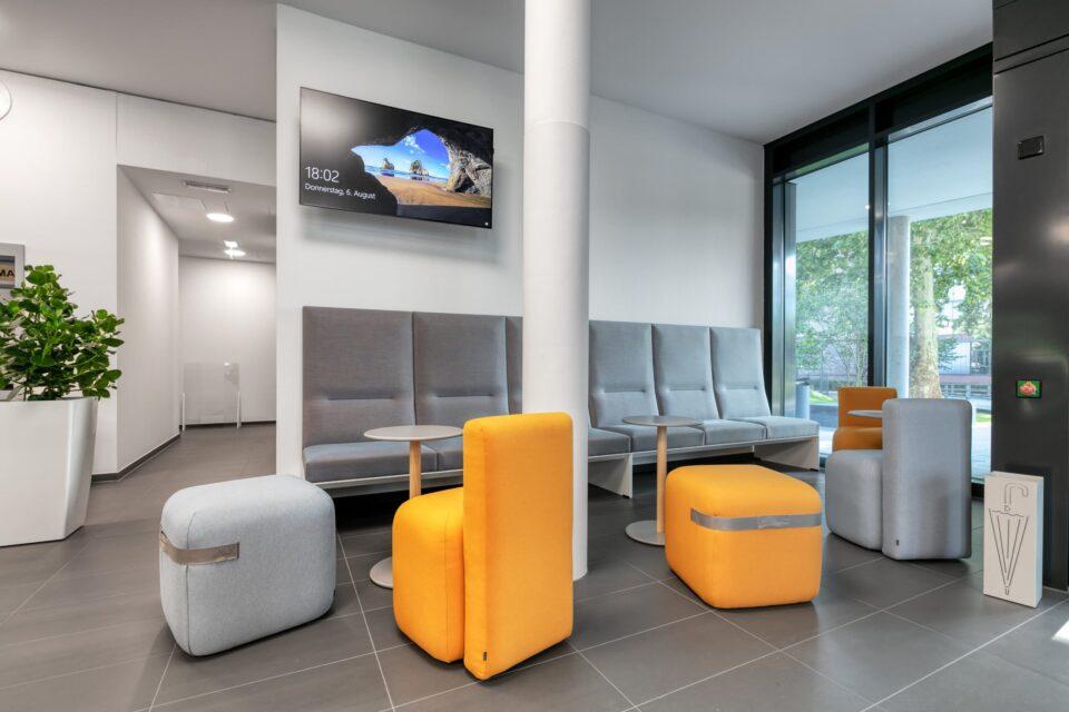 feco-feederle GmbH Karlsruhe stattete Landratsamt Karlsruhe mit hochwertigen Möbel namhafter Hersteller wie Brunner, LaPalma, Werner Works und individuellem Innenausbau von Schreinerei Hodapp, Oppenau aus